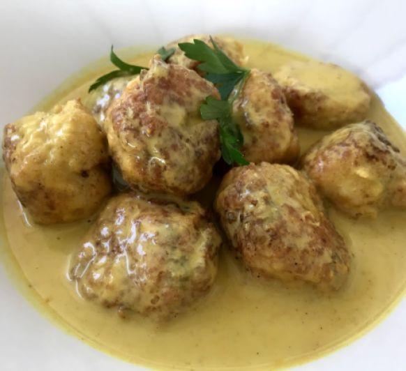 Albóndigas caseras al curry con cúscu
