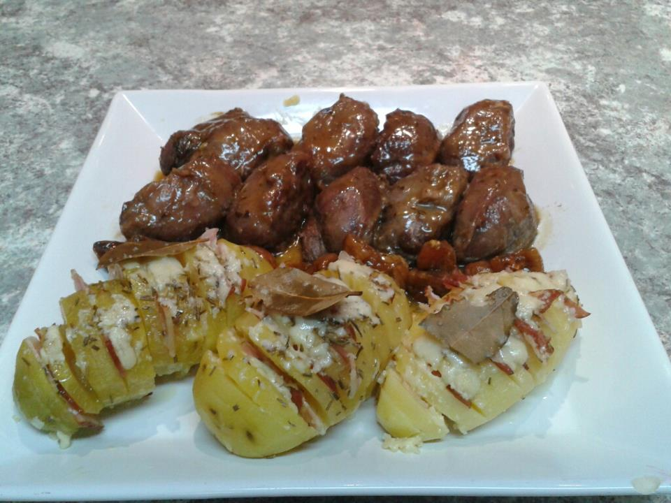 Carrilleras estofadas con salsa de whisky acompañadas de patatas hasselback