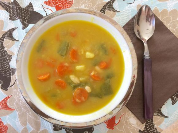 Sopa de judías blancas y verduras