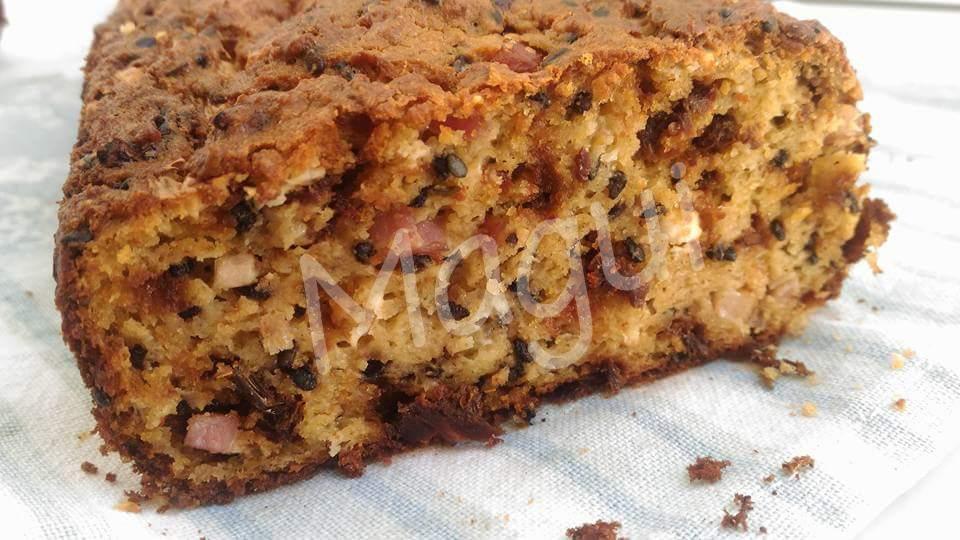 Cake de tomates secos, queso azul y beicon con pan rallado (Receta de aprovechamiento)