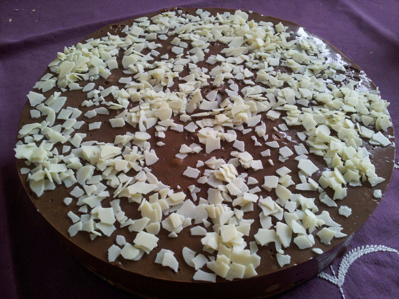 Tarta de chocolate con profiteroles