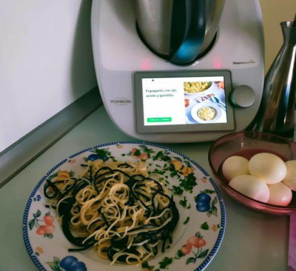 Espaguetis con ajo, aceite y guindilla Thermomix®