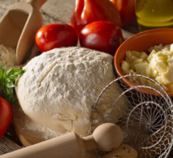 Pizza de queso provolone con cebolla.