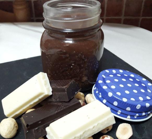 CREMA DE LECHE, CHOCOLATE, AVELLANAS Y AZÚCAR