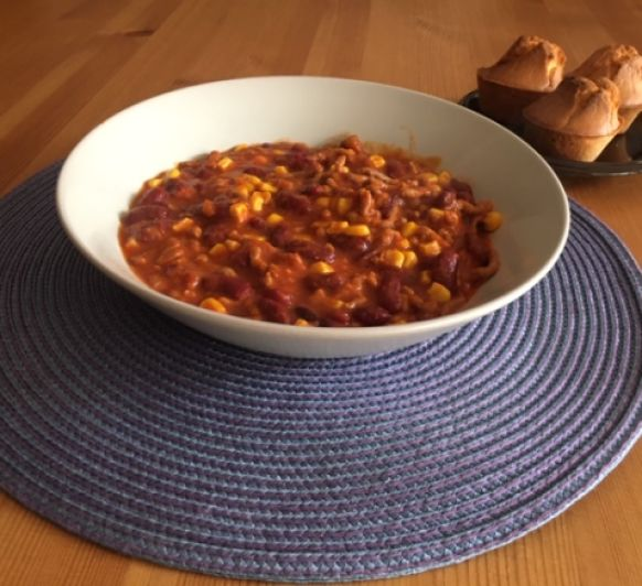 Chili de carne con muffins de maíz