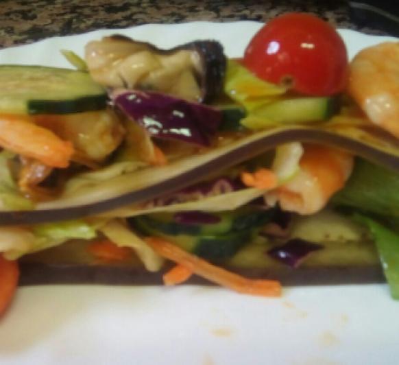 lasaña de berenjena con marisco y vinagreta de langostino.