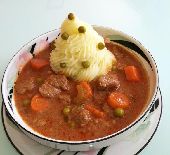 Carne guisada con fantasmas de patata de ''CLARA INÉS''