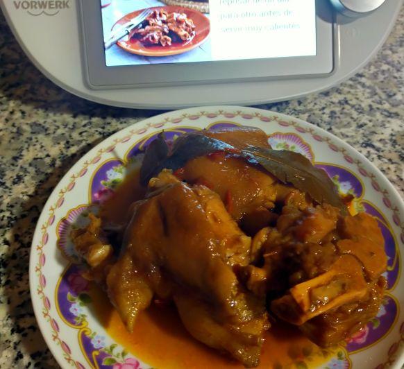 Manitas de cerdo guisadas en salsa(Cocción lenta)