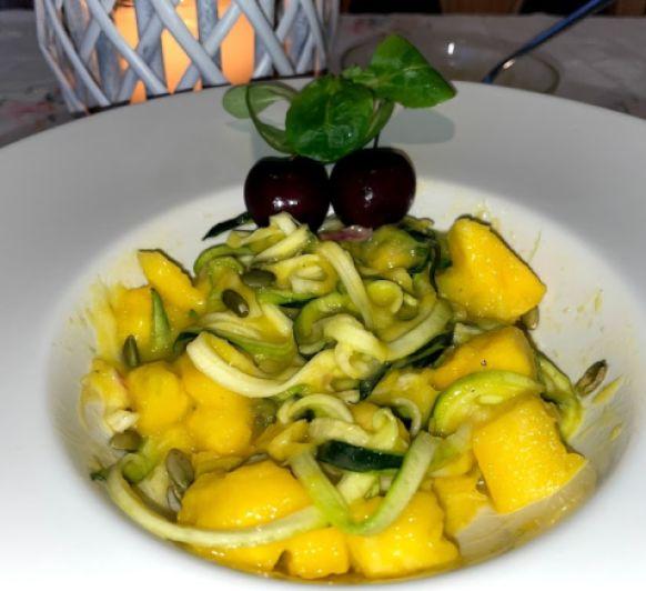 Ensalada de calabacín y mango
