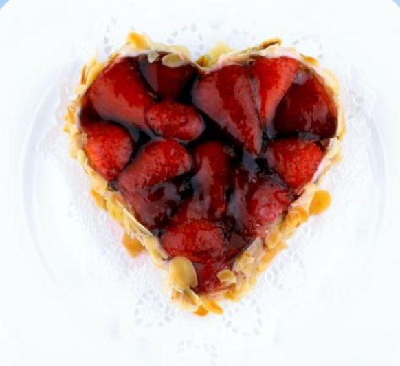 Tarta de corazón de hojaldre de san Valentín