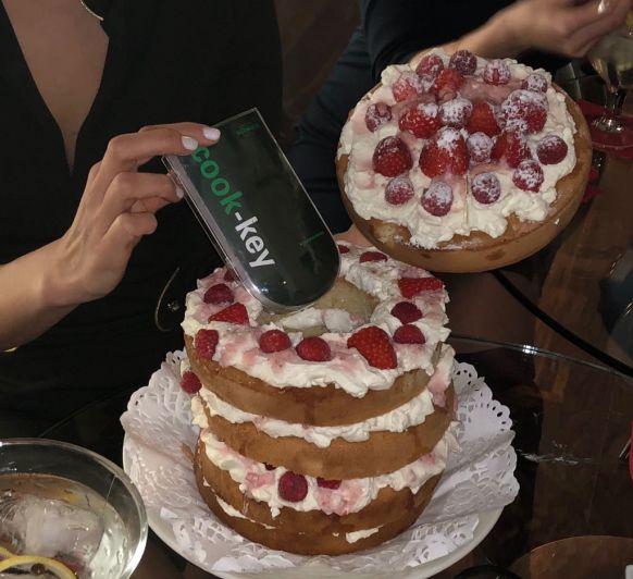 Sorpresa San Valentín - Layer cake de nata y frutos rojos