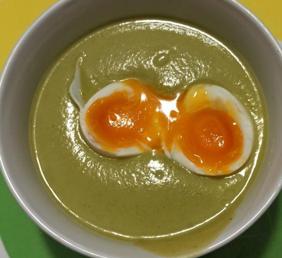 Crema calabacín y espárragos, con huevo mollet. Thermomix®