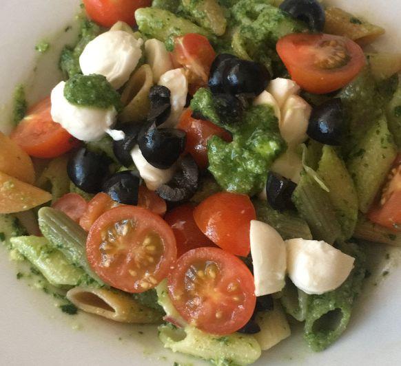 Ensalada italiana de pasta con pesto Thermomix®