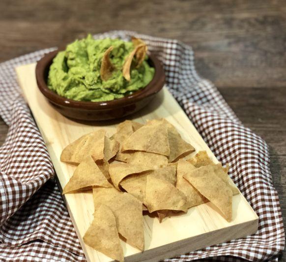 Nachos de quinoa con guacamole