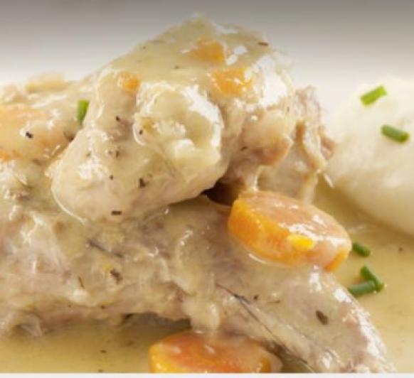 Conejo guisado con puré de patatas
